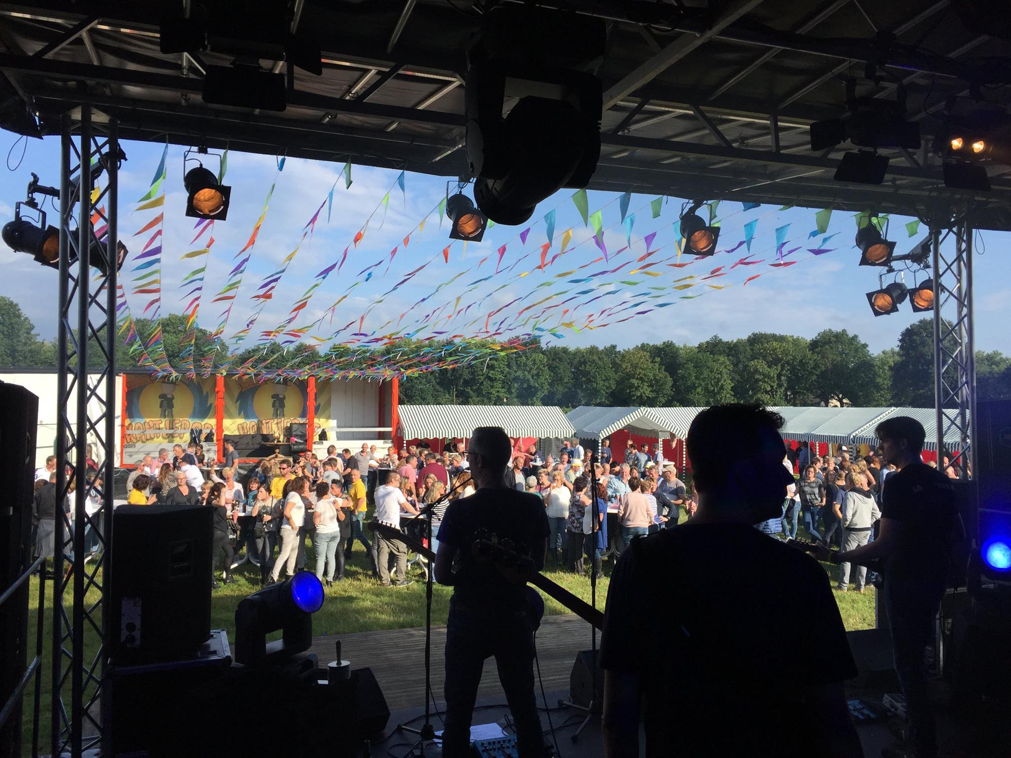 Coverband Loeki de Vos op Kantjepop in Nistelrode 02
